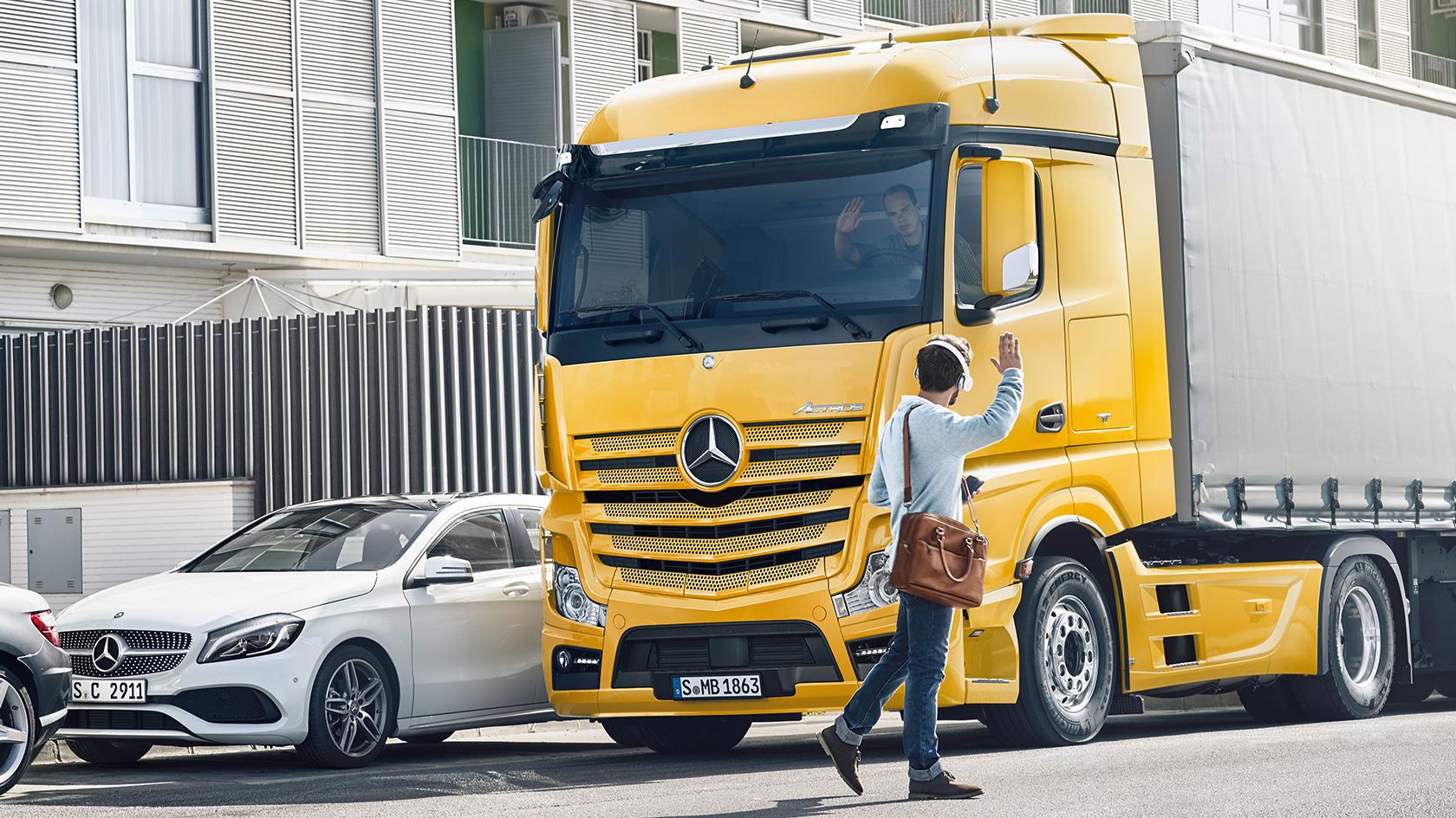 Mercedes-Benz RoadEfficiency: Greater safety – Mercedes-Benz